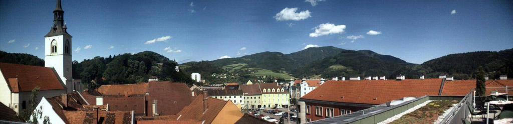 Panorama der Stadt Bruck an der Mur vom Dachgeschoss des Möbelhauses Leiner. Foto: Thomas Kohlwein. Lizenz: CC-BY-SA-3.0