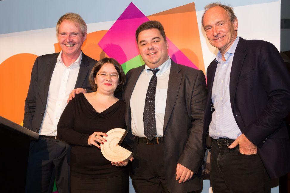 Sir Nigel Shadbolt, Lydia Pintscher, Magnus Manske und Sir Tim Berners-Lee bei der Open Data Awards Gala 2014. Foto: Open Data Institute. Lizenz: CC-BY-SA-2.0