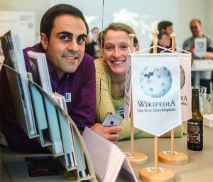 Abraham Taherivand und Wenke Storn bei der 3. Wikidata Geburtstagsparty bei Wikimedia Deutschland