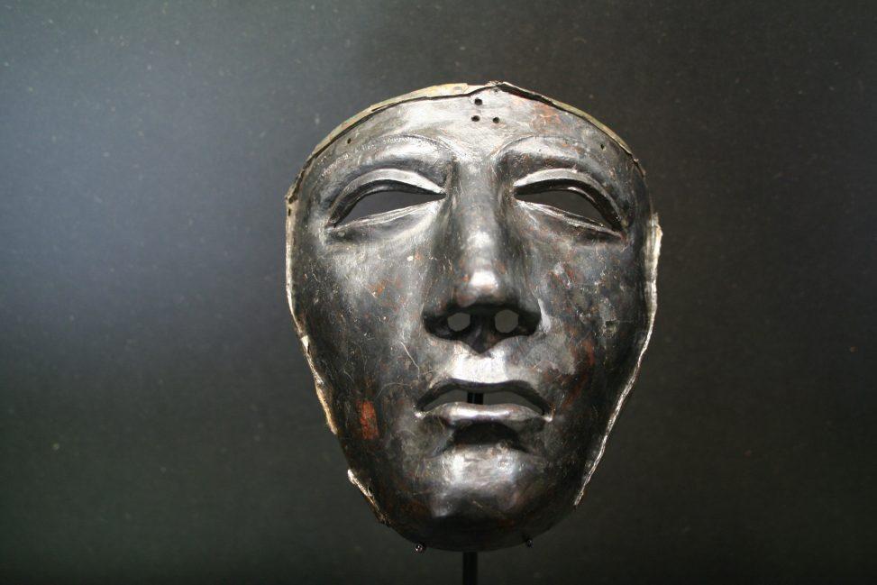 Eiserne Helmmaske eines römischen Reiters im Museum Kalkriese. Foto: Einsamer Schütze. Lizenz: CC-BY-SA-3.0