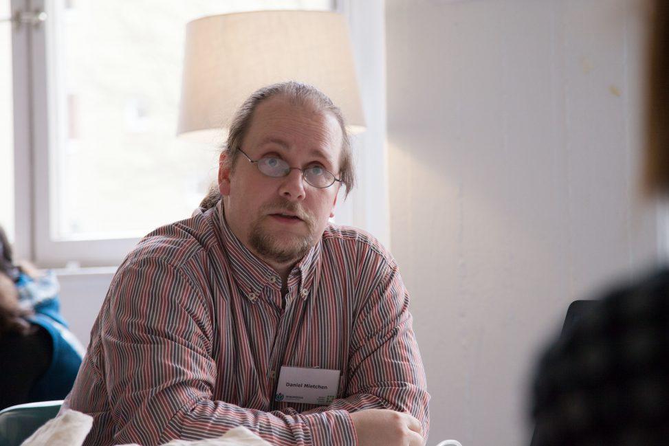"Daniel Mietchen auf dem Wikimedia Barcamp ""Citizen Science – Gemeinsam Freies Wissen schaffen!"" am 5. Dezember 2015. Foto: Ralf Rebmann Lizenz: CC BY-SA 4.0"