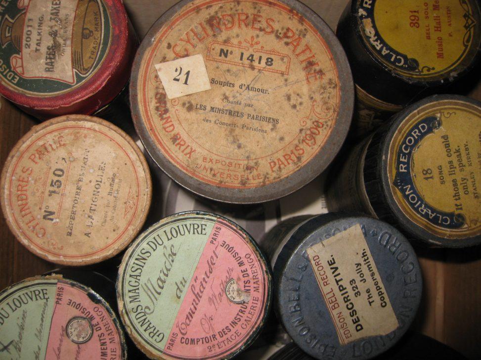 Verschiedene Phonographenwalzen. Foto: Namrood. Lizenz: CC-BY-SA-3.0